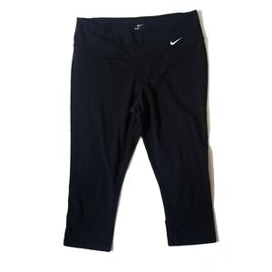 Nike womens tight fit legend 2.0 capri leggings